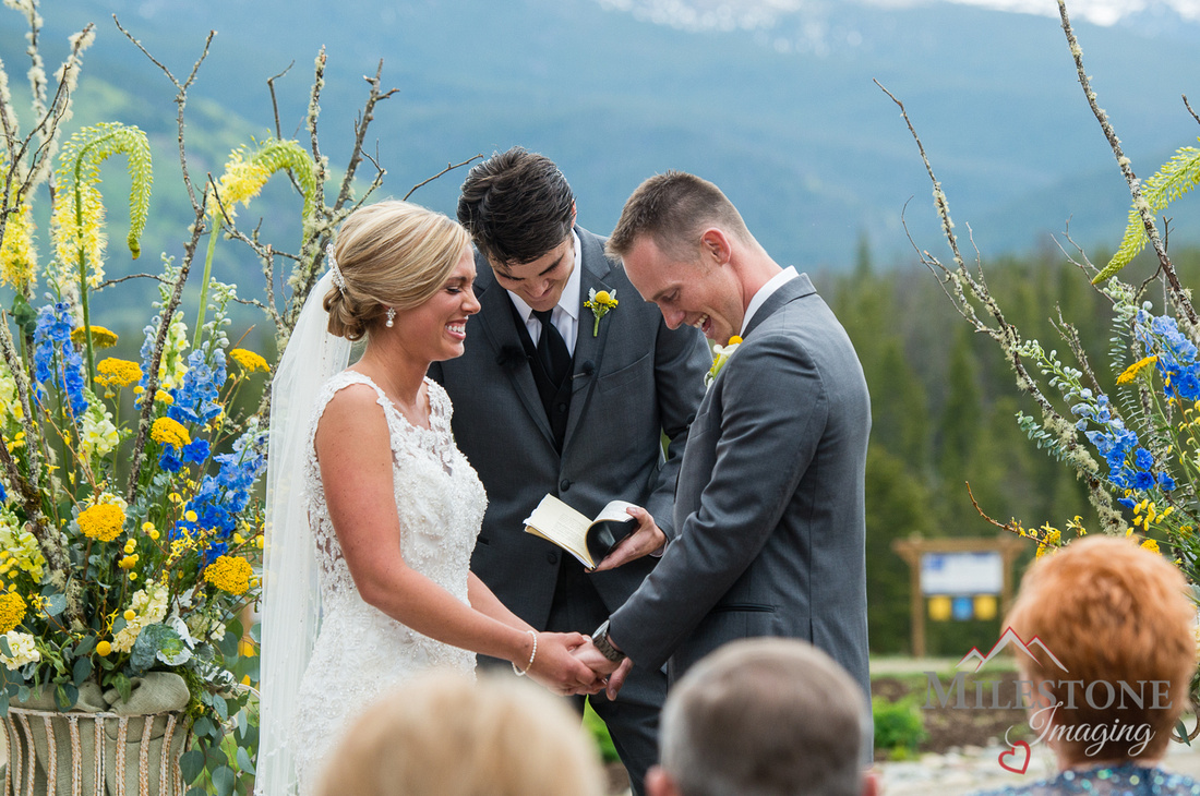 Mountain wedding ceremony photographed by Colorado Wedding Photographers, Milestone Imaging
